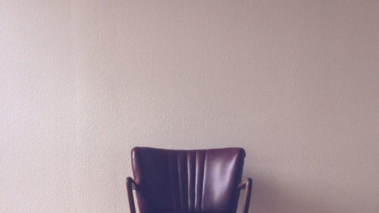 stoel in kamer